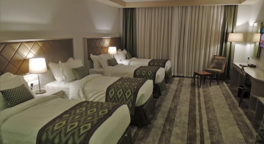 Chambre quadruple bosphorus hotel al sirate voyage for Chambre quadruple